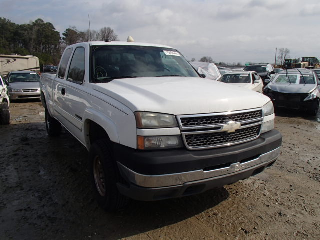 Salvage 2005 CHEVROLET SILVERADO - Small image. Lot 15044244