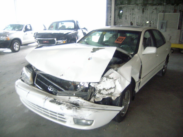 Salvage 1998 TOYOTA AVALON - Small image. Lot 6840119