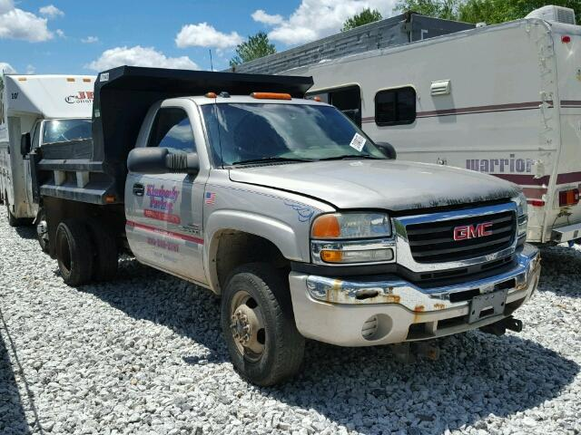 Salvage 2004 GMC SIERRA - Small image. Lot 31040137